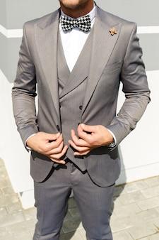 Look alla moda, look alla moda, look da uomo, stile da sposa, concetto di moda, abbigliamento di marca, costume classico