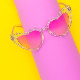 Eleganti occhiali da sole a cuore retrò rosa accessorio alla moda alla moda