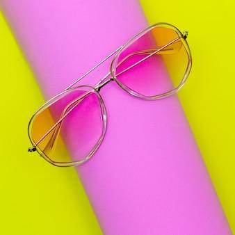 Eleganti occhiali da sole retrò rosa accessorio alla moda alla moda