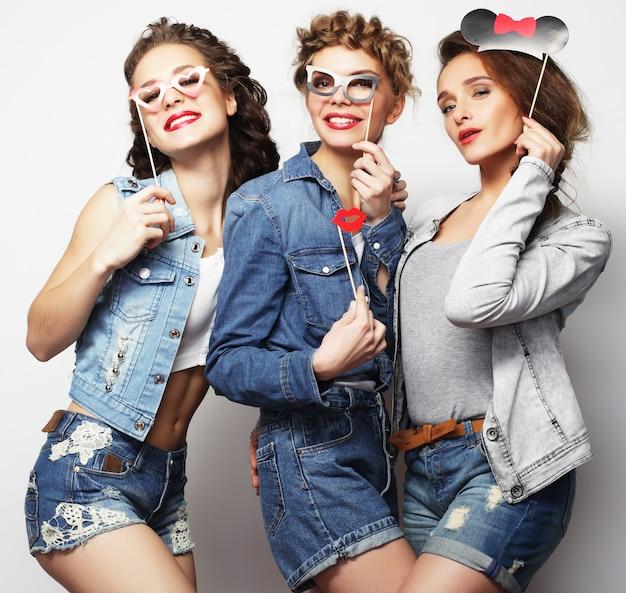 Migliori amici di ragazze alla moda sexy hipster pronti per la festa