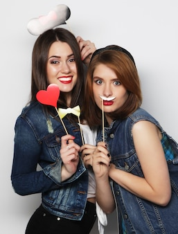 Eleganti ragazze hipster sexy migliori amiche pronte per la festa
