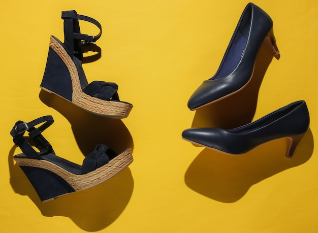 Sandali con plateau da donna alla moda, scarpe con tacco alto su carta gialla