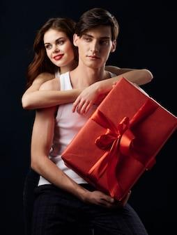 Elegante giovane coppia uomo e donna, relazioni sessuali, coppia di modelli,