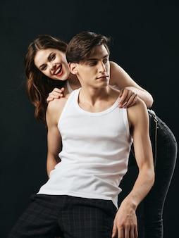 Elegante giovane coppia uomo e donna, relazioni sessuali, coppia di modelli.