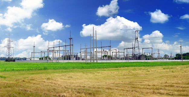 La sottostazione e le linee di trasmissione dell'energia. panorama