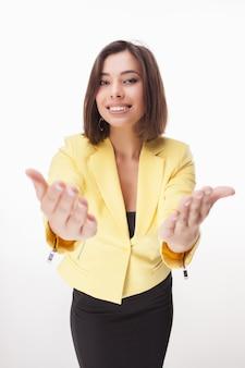 Donna d'affari di successo su sfondo bianco