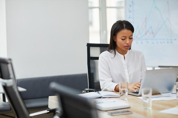 Lavoro capo femminile di successo
