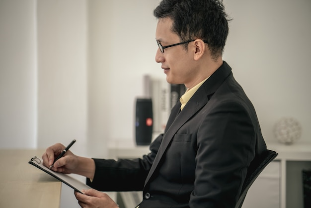 Successo capo colloquio di lavoro manager e dipendente