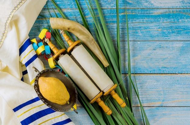 Sukkot in etrog giallo cedro dei simboli tradizionali religione del festival ebraico Foto Premium
