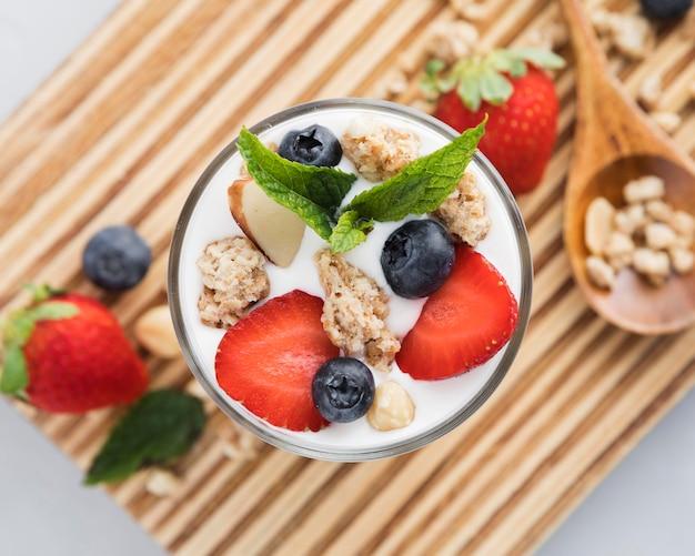 Vista superiore del frullato sano di estate