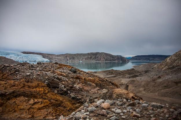 Paesaggio estivo nei fiordi di narsaq, groenlandia sud-occidentale