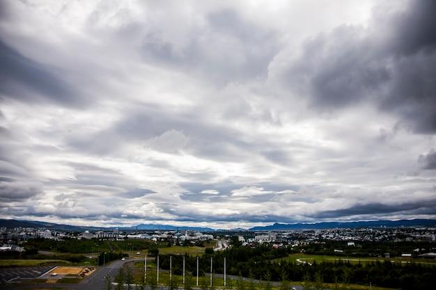 Paesaggio estivo a reykjavik, sud dell'islanda, l'europa.