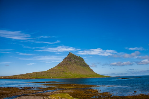 Paesaggio estivo nel sud dell'islanda, l'europa.