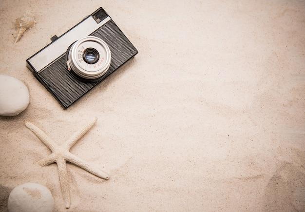 Stagione estiva sulla spiaggia. rilassati vacanza e copia spazio per il testo