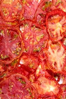 Primo piano dei pomodori essiccati al sole