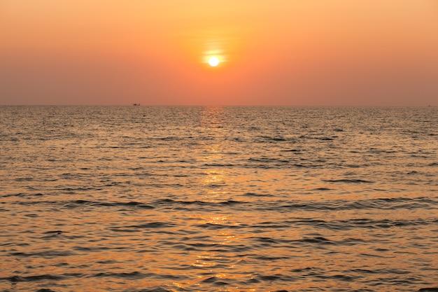 Il sole tramonta.