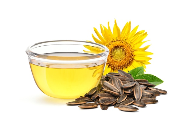 Olio di girasole con semi e fiori isolati su bianco