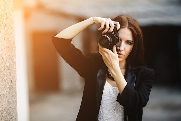 La luce del sole giovane fotografa l'attività di copia