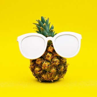 Ananas soleggiato. arte minimale
