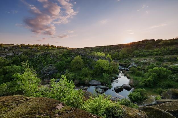 Alba sul canyon, paesaggio estivo