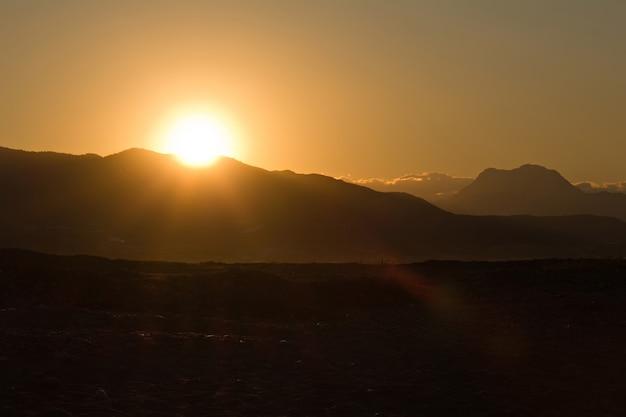 Alba sulle colline in turchia