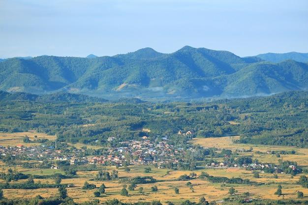 Alba in montagna a phu-thok loei, thailandia