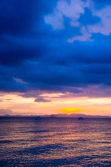 Alba nel mare tropicale