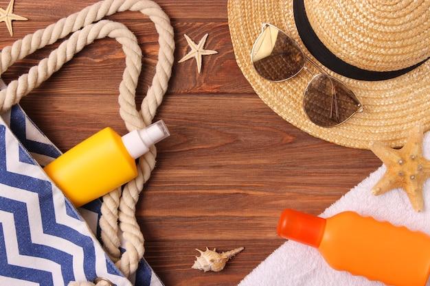 Creme solari su fondo colorato protezione della pelle