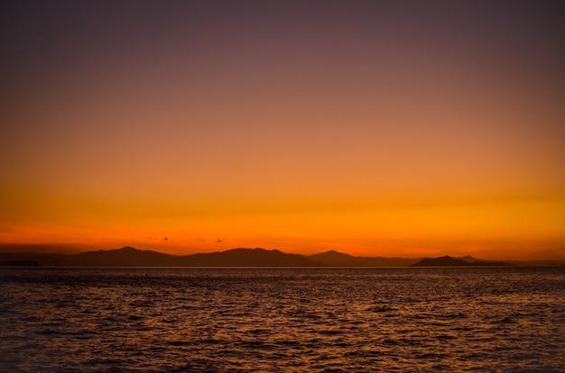 Paesaggio di tramonto in oceano pacifico costa rica, puntarenas