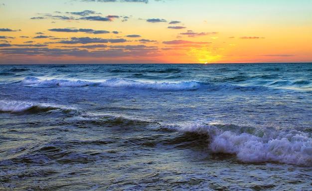 Tramonto sul mar mediterraneo