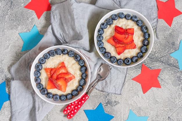 Porridge di farina d'avena di supereroi per colazione per bambini