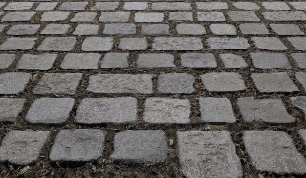 La superficie della pavimentazione in pietra