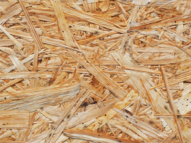 La superficie del legno pressato dal primo piano della segatura. la trama del truciolare sfondo. riciclo e riutilizzo del legno