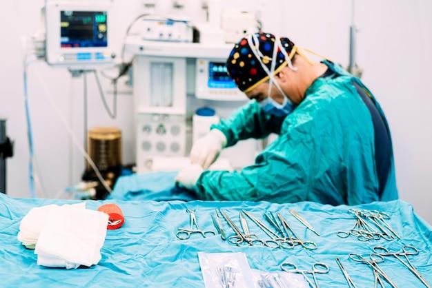 Chirurgo che opera in ospedale. concetto di chirurgia.