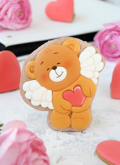 Sorpresa per il tuo cuore di pan di zenzero Foto Premium