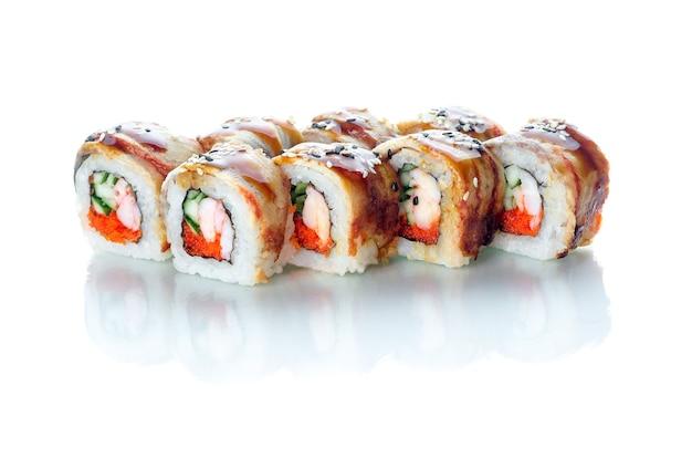 Rotoli di sushi cucina giapponese bellissima