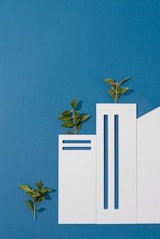 Concetto di sostenibilità con piante che crescono da forme geometriche