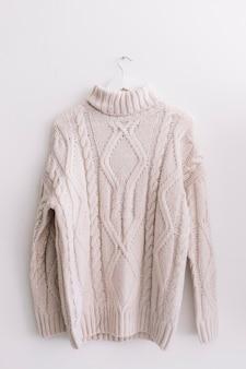Maglione sulla fame di vestiti