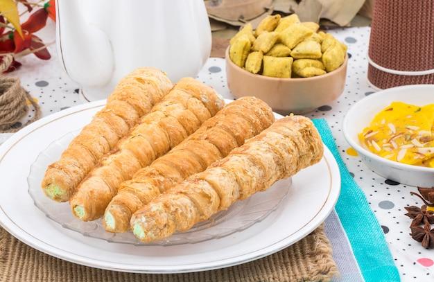 Rotolo di crema di cibo dolce panetteria