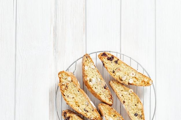 Biscotti cantuccini dolci. biscotti italiani fatti in casa