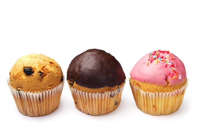 Cupcakes dolci su sfondo bianco
