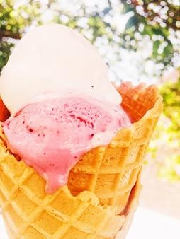 Dolce gelato fondente in estate
