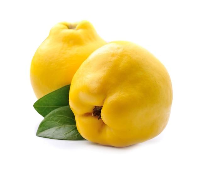 Frutta mela cotogna dolce in primi piani.