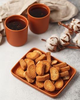 Tè e caffè dolci. biscotti, salatini, cracker. dolci gioie per il tè