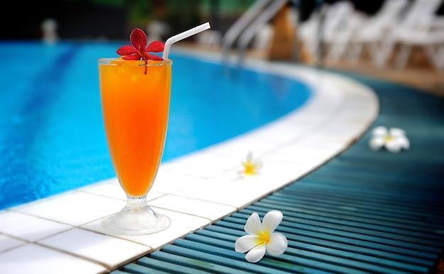 Bevanda ghiacciata per piscina.