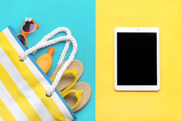 Accessori per il nuoto - occhiali alla moda a forma di cuore, infradito estivo, conchiglie, tablet