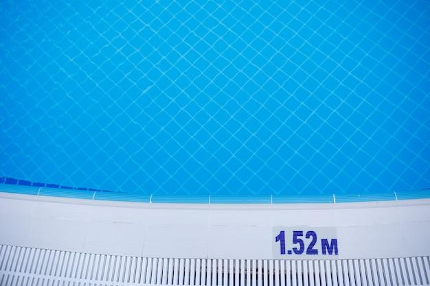 Segnale di avvertimento profondità piscina 1,52 m per adulti indicato a lato
