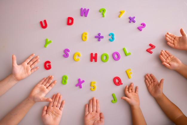 Simbolo per un primo giorno di scuola ritorno a scuola