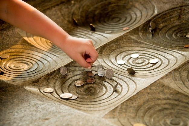 Simboli del buddismo. asia sud-orientale. dettagli del tempio buddista in tailandia.
