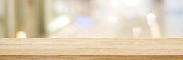 Tavolo e sfondo sfocato bancone in legno su sfondo sfocato bokeh